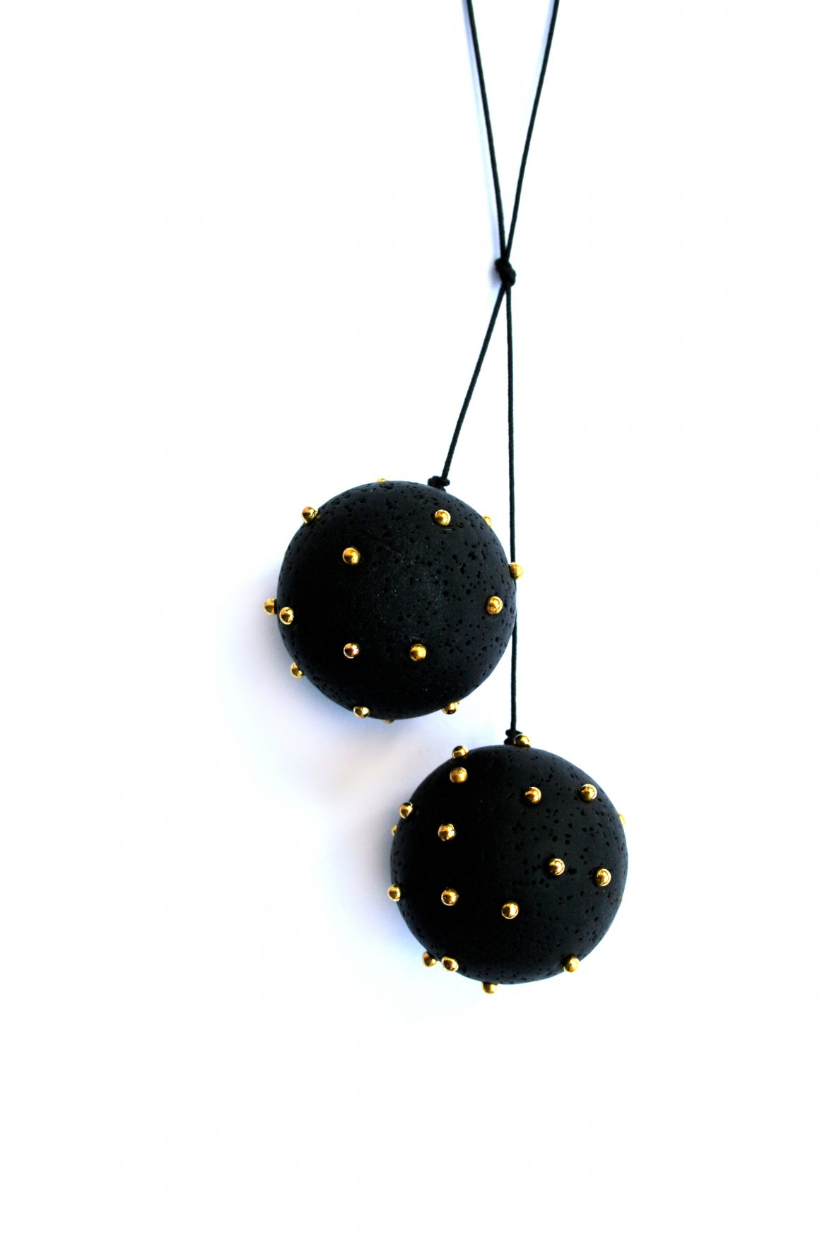 2black-spheres-gold