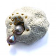 expression-brooch-pearls